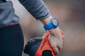 suunto_spartan_sport_whr_blue_closeup_action-01